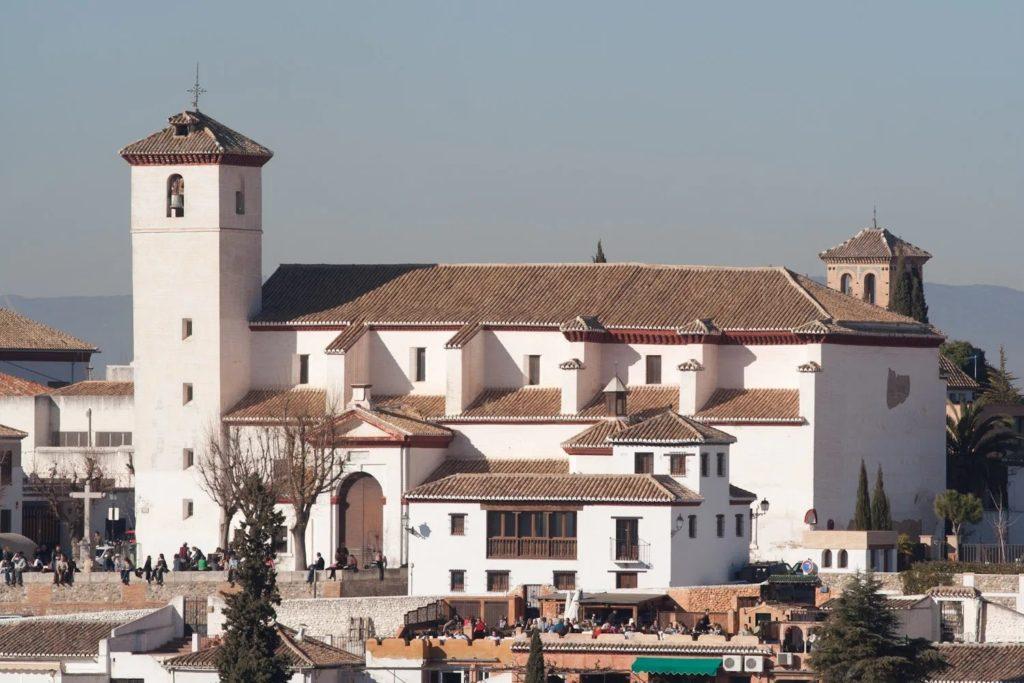 Albaicin - San Nicolas Church and mirador